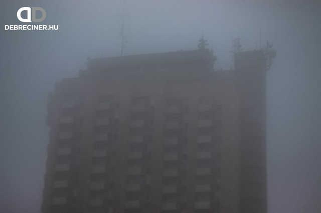 Debrecen - 24 emeletes - köd
