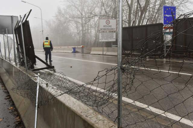 Röszke - határ - migráns - kerítés