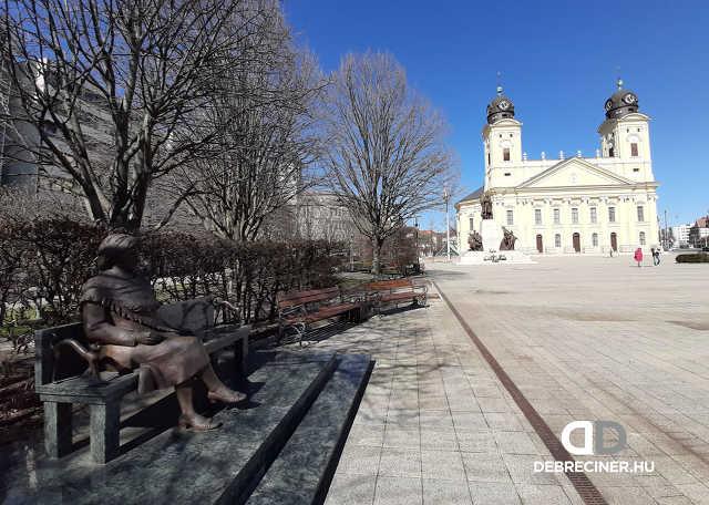 március - városkép