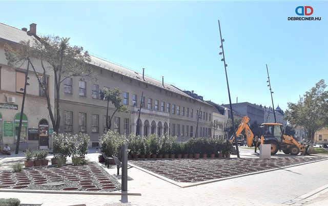 A Dósa nádor tér és a Csapó utca eleje sétálósítási munkálatai – 2020. július 31.