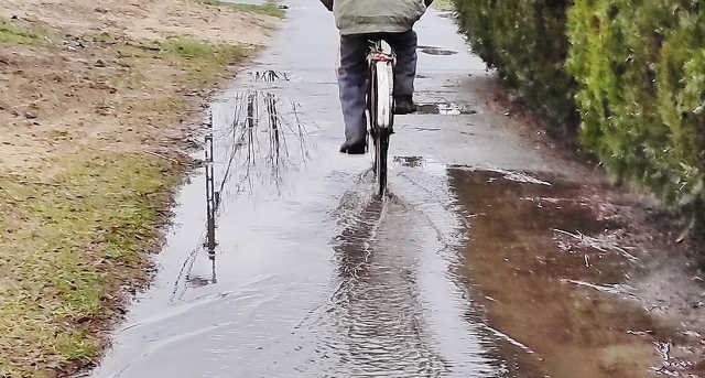 Monostorpályi út - kerékpárút - közlekedés