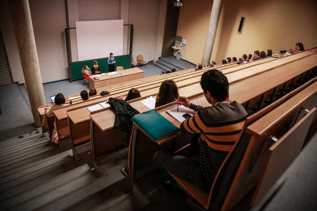egyetem - előadó
