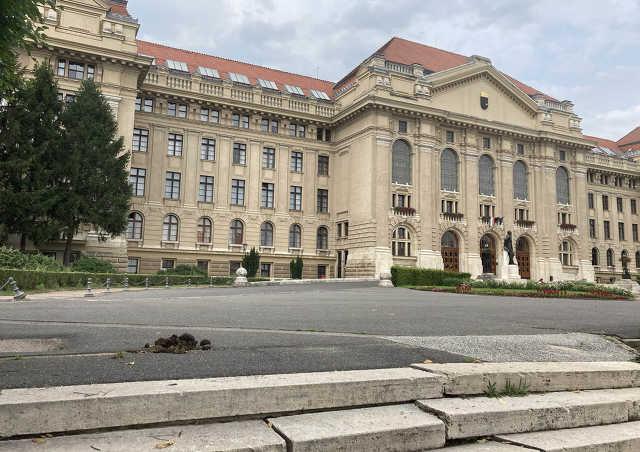 Debreceni Egyetem - lócitrom