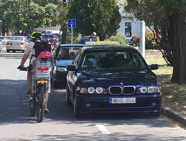parkolás - kerékpár