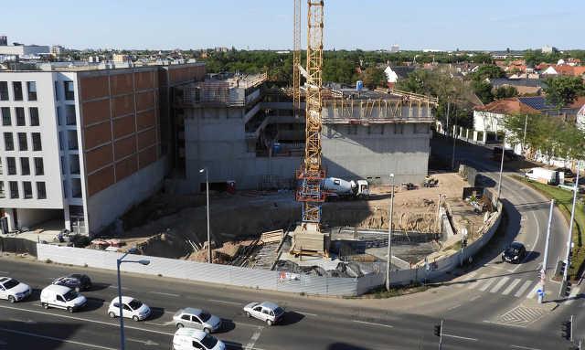 Párizsi Udvar - építkezés