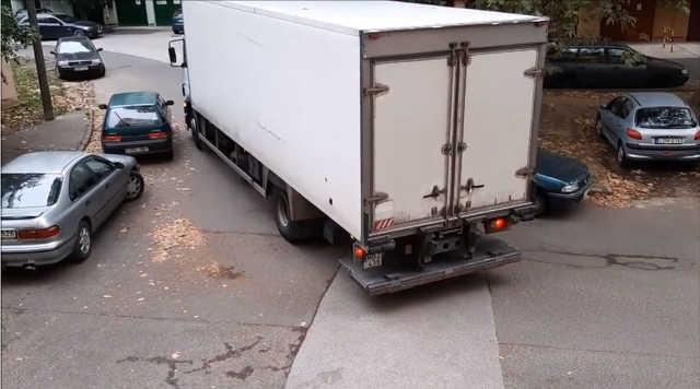teherautó - parkolás - közlekedés