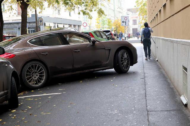 parkolás - járda - közlekedés
