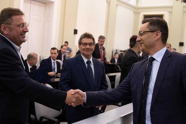 Gondola Zsolt Zoárd, Illyés János  és Papp László polgármester